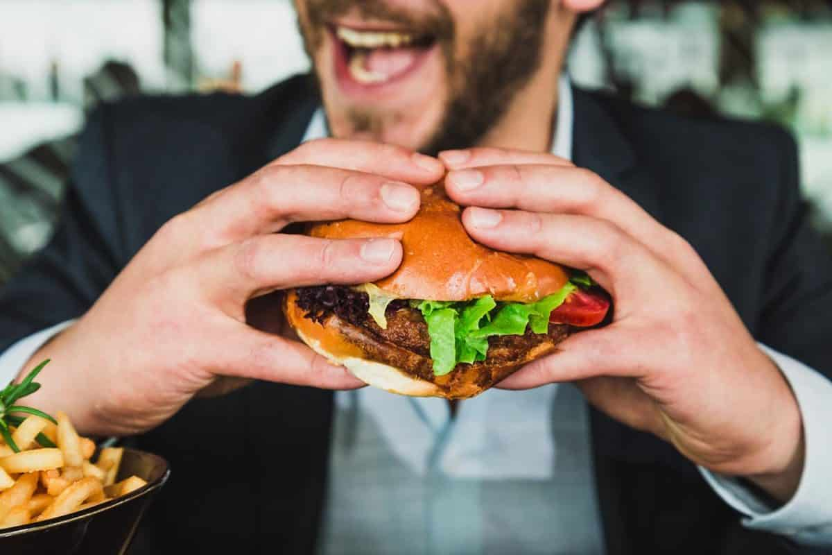 3 Tips to Overcome Peer Pressure to Eat Unhealthy at Work | ProductiveMuslim