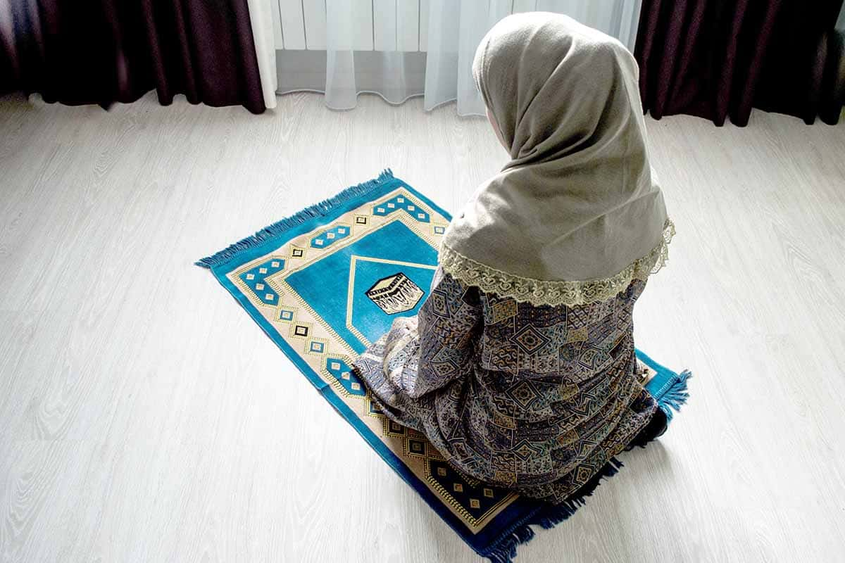 The Struggles of Praying at Work: Why & How to Ask for a Prayer Room | ProductiveMuslim